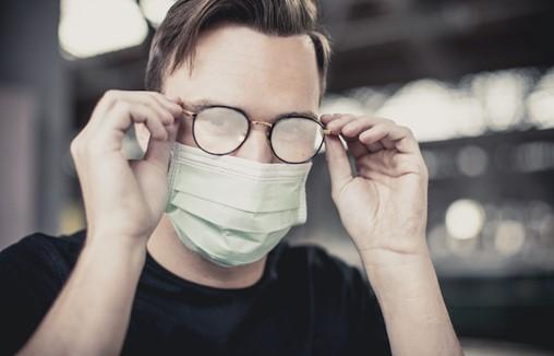 Tips for Avoiding Foggy Eyeglasses When You Wear Your Face Mask