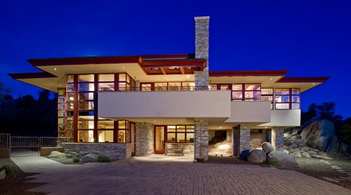 The Hinshaw Residence, another example of Organic Architecture designed by Michael Rust. The house flows organically and becomes one with the natural contouring of the land.
