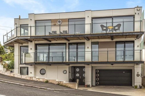 Contemporary home in Torquay has the most amazing views