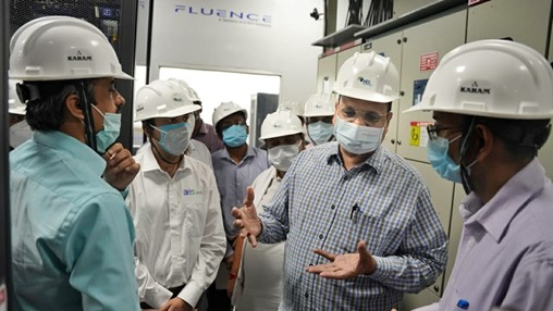 Delhi government minister emphasises need for battery storage at visit to 10MW facility
