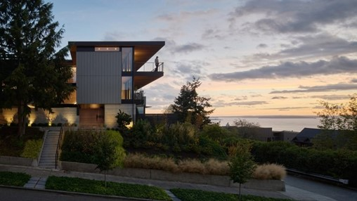 Verdant courtyard occupies centre of Seattle home by Chadbourne + Doss