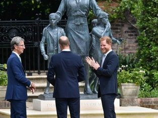 Princess Diana Statue to reside in her favourite Spot, Between Two Chilstone Planters in Kensington Palace Gardens