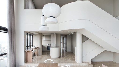 Ten fresh living spaces with white interiors